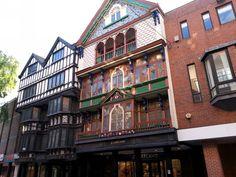 Další krásná budova v Exeteru