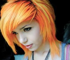 Emo hairstyles are absolutely an ideal option when you want to establish yourself an image of strong personality and stand out in the crowd. And of course, the short Emo hair will be more. Scene Haircuts, Girl Haircuts, Scene Hairstyles, Teenage Hairstyles, Short Emo Haircuts, Short Hair Cuts, Short Hair Styles, Emo Scene Hair, Neon Hair
