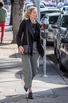 Carpet Stair Runners For Sale Celebrity Outfits, Celebrity Style, Amber Heard Style, Hear Style, Star Clothing, Casual Street Style, Edgy Style, Casual Chic, Ballet