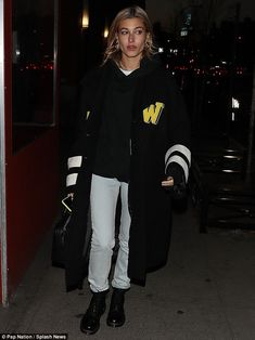 Hailey Baldwin cuts a stylish figure while in NYC She got dressed up for a Grammy event the night before. And Hailey Baldwin sported a casual ensemble while out in New York Citys SoHo neighborhood on Friday night. Despite her laid-back look the 21-year-old model still made sure to cut a stylish figure in chic street wear. city chic:Hailey Baldwin sported a casual ensemble while walking the streets of New York Citys SoHo on Friday night Hailey sported light denim jeans a black hoodie and an…