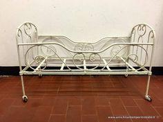 Oggettistica d`epoca - Bronzo ottone ferro Antico letto da bambola  - Antico letto per bambola in ferro battuto Immagine n°1