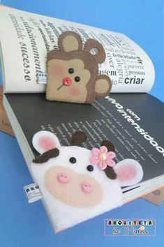 Cute cow and monkey book mark ideas. Kids Crafts, Felt Crafts, Diy And Crafts, Paper Crafts, Paper Toys, Diy Bookmarks, Corner Bookmarks, Pochette Portable, Sewing Projects