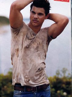 Taylor Lautner----- holy shit you sexy man!