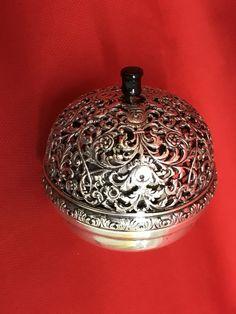 Catawiki, pagina di aste on line  Campanello in argento cesellato, Italia