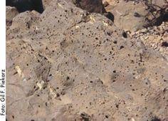 Porção superior do derrame de basalto, está mais exposta à ação da atmosfera, adquire coloração avermelhada pela oxidação dos minerais de ferro presentes na lava. Serviço Geológico do Paraná - Mineropar