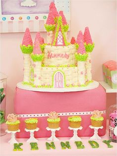 A castle cake and cupcakes?! Sign us up! #birthday http://www.ivillage.com/gorgeous-princess-birthday-cakes/6-b-432320#432366
