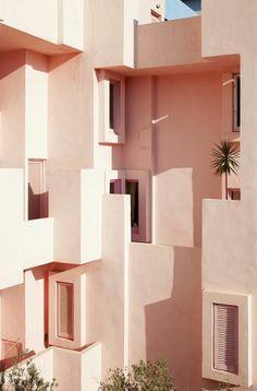 La Muralla Roja in Spain скорее всего Interior Architecture, Interior And Exterior, Interior Design, Building Architecture, Post Modern Architecture, Color Interior, Classical Architecture, Beautiful Architecture, Landscape Architecture