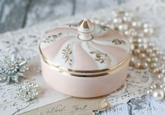 Vintage Vanity Box or Trinket Dish - Peach, White & Gold - by Franciscan Pottery Kaolena - circa 1950's.  #vintage #peach #pink #pearls #diamonds #lace