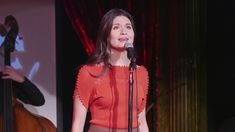 "Blog Musicais em Cena - Phillipa Soo canta ""Times Are Hard For Dreamers"" - YouTube"