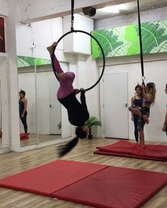 All day training at Tribe! Who needs rest!  The energy of this Place is incredible! Love being at the studio, create transitions for classes and workshops and play with my girls! Sneak peak of my new Hoop transitions! :) x @lisettekrol #tribe #tribefitnessdancestudio #lyra #fitness #strength #splits #dublin #ireland #lisettekrol #irishfitfam #opentraining #sundays #aerialhoop #hoop #cirque #cerceau #aerialring #aerilist #aerialnation