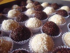 Ingredientes:          – 200 gr. de chocolate blanco      – 50 ml. de nata     – 40 gr. de mantequilla o margarina     – 30 gr. d...