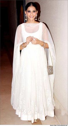 indian women in white dresses Sonam-Kapoor-in-white-dress woman in white dress - Woman Dresses White Anarkali, Anarkali Dress, Pakistani Dresses, Indian Dresses, Indian Outfits, White Salwar Suit, White Kurta, Bollywood Anarkali Suits, Simple Anarkali Suits