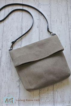 息子に頼まれて、縫わないショルダーバッグを作りました。長財布、スマートフォン、アイコスが入る小さめのショルダーバッグがほしいとのことで、厚手の帆布1枚でシ...