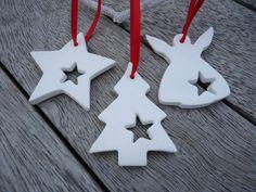 4 X Ornaments Weihnachten Clay mit Glocke von MYMIMISTAR auf Etsy - cakerecipespins. Clay Christmas Decorations, Christmas Scents, Christmas Clay, Magical Christmas, Diy Christmas Ornaments, Simple Christmas, Handmade Christmas, Etsy Christmas, Clay Ornaments