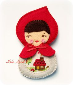 Broche Caperucita roja matryoshka, via Flickr.