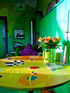 Nachmittagssonne in der Künstlerküche by Mareike Scharmer, via Flickr  ... I love that table