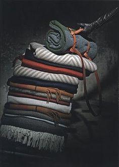 Voici quelques plaids cachemire-laine pour les invités.