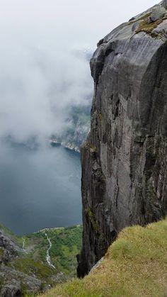 Kjerag, 1000 meter over Lysefjorden