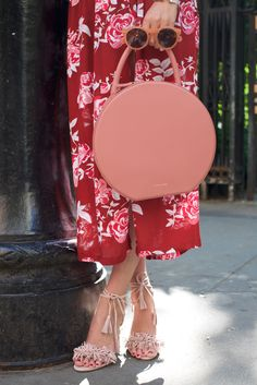 // Atlantic-Pacific pink and red details Miranda Kerr, Street Chic, Street Style, Street Fashion, Mansur Gavriel Bag, Gramercy Park, Atlantic Pacific, All About Fashion, Red And Pink