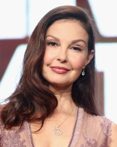 Get The Look: Ashley Judd's Berry Lips and Luminous Glow #gettinggorjess