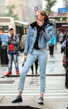 Gigi Hadid rocking the denim outfit. Look Fashion, Street Fashion, Trendy Fashion, Winter Fashion, Fashion Women, Fashion Styles, Milan Fashion, Fashion Trends, Estilo Gigi Hadid