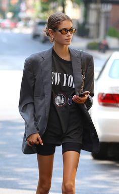 Kaia Gerber and Gigi Hadid have fallen into the networks of the toughest trend of the season - Cut - Biker Shorts Fashion Mode, Look Fashion, Winter Fashion, Fashion Outfits, Womens Fashion, Travel Outfits, Looks Street Style, Model Street Style, Street Style Women
