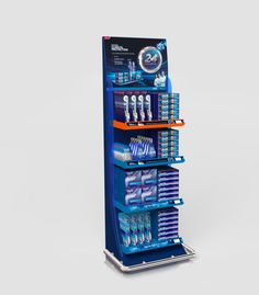 Point of purchase materials for  Oral-B by Ricardo Reátegui, via Behance