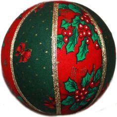 Boules de Noël en tissu et décoré d'un ruban