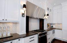 Atmosphere Interior Design: Chic white kitchen design with white Ikea kitchen cabinets, basketweave marble tiles . White Ikea Kitchen, Ikea Kitchen Cabinets, White Cabinets, Black Interior Design, Interior Design Kitchen, Country Kitchen Backsplash, Backsplash Tile, Backsplash Ideas, Kitchen Backslash