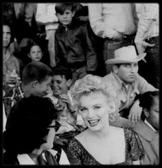 "1956 / RARE Marilyn et Joshua LOGAN (candids moments) lors du tournage du film ""Bus stop""."
