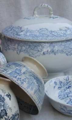 French china, lovely by Ana Rosa. I LOVE china. Blue And White China, Blue China, China China, French Decor, French Country Decorating, Shabby Vintage, Shabby Chic, Unique Vintage, Vintage Style