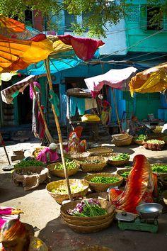 Les couleurs chatoyantes d'un marché indien.