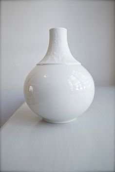 Bjørn Wiinblad For Rosenthal Modernist Matte Glazed White Porcelain Vase 60s Home Decor