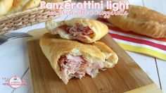 Panzerottini light con prosciutto e mozzarella calorie l'uno Kitchen Recipes, Cooking Recipes, Prosciutto, Light Recipes, Mozzarella, Cooking Time, Hot Dog Buns, Finger Foods, Italian Recipes