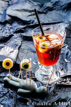 Dernière ligne droite! Demain soir c'est Halloween!!!! Alors histoire de vous donner une encore une dernière petite idée pour un horrible apéritif, voici une recette de cocktail avec.... des yeux... Oui je...