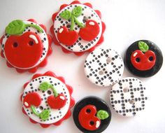 Button Black Cherry Check handmade polymer clay button set ( 7 ) by Digitsdesigns Polymer Clay Ornaments, Fimo Clay, Polymer Clay Projects, Polymer Clay Charms, Handmade Polymer Clay, Clay Crafts, Cool Buttons, Types Of Buttons, Vintage Buttons