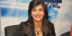 """Shruti Hassan to play in remake of """"2 states"""" ?"""