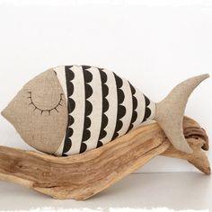 coussin poisson en lin et en tissu noir /beige : Linge de lit enfants par lilihouat