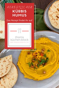"""Hummus ist eine orientalische Spezialität, die unter anderem aus pürierten Kichererbsen hergestellt wird. Das Wort bedeutet übersetzt """"Kichererbse"""". Ganz klassisch wird Hummus eben aus eingeweichten, gekochten und anschliessend fein pürierten Kichererbsen mit Zugabe von Tahina, Zitronensaft und weiteren Zutaten zubereitet. #thomsküchenblock Hummus, Ethnic Recipes, Food, Chic Peas, Juice, Classic, Cooking, Food Food, Essen"""
