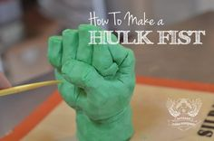 How to make a Hulk Fist. Easy step by step tutorial on how to make the popular Hulk Fist for an avengers style cake. Make sure you put a skewer into the wrist when youre done so when it goes into the cake, it doesnt fall over and support the weight of the Hulk Torte, Hulk Cakes, Avengers Birthday, Superhero Birthday Party, Bolo Youtube, Cake Youtube, Hulk Birthday Cakes, Artisan Cake Company, Marvel Cake
