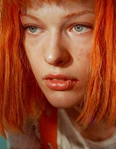 Milla Jovovich in Fifth Element directed by Luc Besson Fifth Element Costume, Leeloo Fifth Element, The Fifth Element, Film D'action, Films Cinema, Female Actresses, Resident Evil, Good Movies, Movie Stars