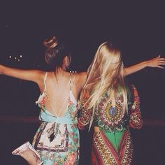 Image via We Heart It #bff #blond #blondie #brown #brunette #colorful #dark #free #freedom #girl #girls #hair #hipster #night #sisters #spirit #bestfreinds
