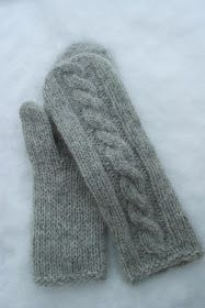 Ravelry: Martine cabled mittens pattern by Berry Cheeks Knitted Mittens Pattern, Fingerless Gloves Knitted, Knit Mittens, Knitting Socks, Hand Knitting, Knitted Hats, Knitting Stitches, Knitting Patterns Free, Knitting Magazine