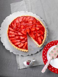 Erdbeertarte mit weißer Schokoladencreme - perfekt für den Sommer