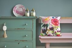 Modern Country Style: Case Study: Farrow and Ball Green Blue paint Click through for details. Blue Green Kitchen, Green Kitchen Cabinets, Furniture Fix, Cheap Furniture, Furniture Companies, Blue Painted Furniture, Chalk Paint Furniture, Real Milk Paint, Farrow And Ball Paint