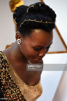 "accras: ""Lupita Nyong'o attends the Annual Academy Awards "" Oscar Hairstyles, Cute Hairstyles, Hairdos, Beautiful Hairstyles, African Hairstyles, Wedding Hairstyles, Side Part Updo, Sommer Make Up, Kinky Hair"