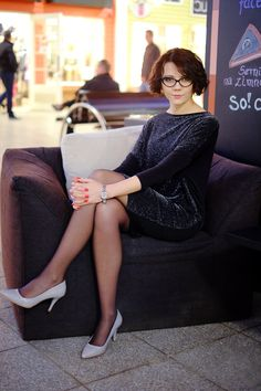 another one of this classy pantyhosed girl Classic Style Women, Confident Woman, Girl Fashion, Womens Fashion, Dress Skirt, Beautiful Women, Ootd, Classy, Female