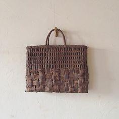 Basket for market day Tote Purse, Clutch Wallet, Pouch, Willow Weaving, Basket Weaving, Weaving Textiles, Basket Bag, Purses And Handbags, Straw Bag