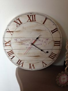 Clock made from pallet wood
