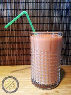 Björns Frühstück besteht natürlich wie immer aus einem leckeren Smoothie! Diesmal: Mango-Erdbeere-Bananen-Frucht-Smoothie (das wäre jetzt genau das Richtige für meinen Süßhunger!)